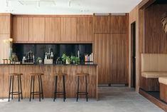 Kök i valnöt Home Decor Trends, Home Interior Design, Bathroom Design Luxury, Interiors Dream, Modern Interior Design, House Interior, House Rooms, Modern House Design, Home Decor
