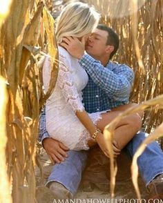 Country Engagement Photos - What to do on engagement photo session? Pay attention on these popular marriage proposal photo ideas and pick some of them for yourself! Photo Poses For Couples, Engagement Photo Poses, Fall Engagement, Couple Posing, Engagement Couple, Engagement Photography, Wedding Photography, Country Engagement Photos, Country Couples