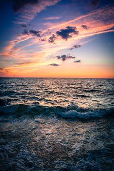 Ocean sunset and clouds Beautiful Sunset, Beautiful World, Beautiful Places, Beautiful Pictures, Beautiful Scenery, Simply Beautiful, Ciel Rose, Photoshop, Jolie Photo