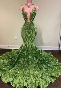 Sexy and completely shiny, this green sequin prom dress will have you turning heads from every angle. A sleeveless bodice with halter plunging V neckline. Black Girl Prom Dresses, Senior Prom Dresses, Pretty Prom Dresses, Glam Dresses, Prom Outfits, Lace Evening Dresses, Mermaid Prom Dresses, Formal Dresses, African Formal Dress