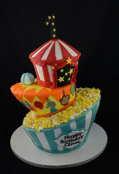 Circus topsy turvy cake