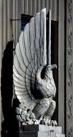 Art Deco eagle statue looking over the entrance to.First Merit Tower, Akron, Ohio Art Nouveau, Sculpture Ornementale, Sculpture Ideas, Eagle Statue, Art Deco Stil, Inspiration Art, Art Deco Buildings, Foto Art, 3d Prints