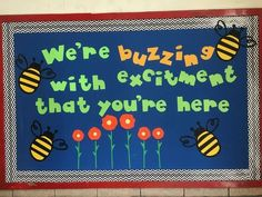 Back to school bulletin board that welcomes the kids - School Stuff - Welcome Bulletin Boards, Elementary Bulletin Boards, Kindergarten Bulletin Boards, Summer Bulletin Boards, Welcome To Kindergarten, Christmas Bulletin Boards, Teacher Bulletin Boards, Reading Bulletin Boards, Welcome To School