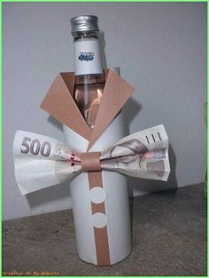The post Fles cadeau geven. appeared first on Cadeau ideeën. Creative Money Gifts, Creative Gift Wrapping, Silly Gifts, Cool Gifts, Christmas Gift Wrapping, Christmas Gifts, Don D'argent, Gift Envelope, Money Cards