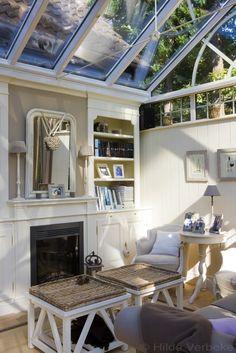 Leefveranda met prachtig landelijk interieur met zicht op Engelse tuin   De Mooiste Veranda's