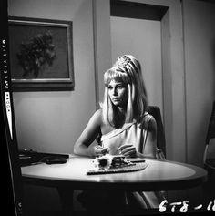 Star Trek: Grace Lee Whitney on Set Star Trek 1966, Star Trek Tv, Star Wars, Star Trek Ships, Spock And Kirk, Start Trek, Star Trek Images, Star Trek Original Series, Star Trek Characters