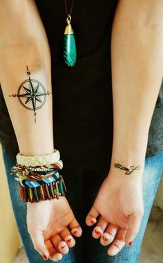 Cute girl's compass tattoo on arm, Blacks compass tattoos on arms Body Art Tattoos, New Tattoos, Small Tattoos, Tatoos, Piercing Tattoo, Compass Tattoo Design, Small Compass Tattoo, Rosen Tattoos, Tattoo Addiction