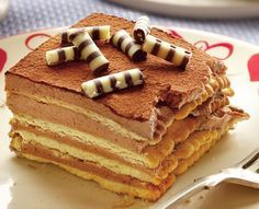 Daca vrei un desert rapid si bun, iti propunem sa prepari prajitura cu biscuiti. Este usor de facut si costa doar 1,5 lei portia.