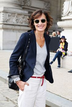 Classic staples: navy blazer, simple tee, and white trousers