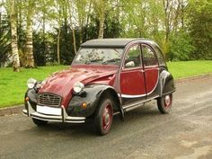 Citroën 2CV - 1980 Charleston model [inspired by Art-Deco two colour styles of the 1920s]
