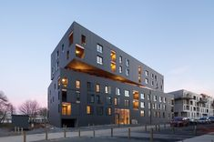 Tole Pliée, Isolation, Architecture, Multi Story Building, Html, Welding Helmet, Social Housing, Bridges, Arquitetura