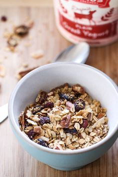 Oat and Amaranth Granola Subs - omit cranberries. Vegan Breakfast Options, Gourmet Breakfast, Breakfast Items, Superfood, Brunch Recipes, Breakfast Recipes, Food Inspiration, Smoothies, Favorite Recipes