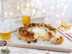 Perfekt für kalte Winterabende: Heißer Back-Camembert mit selbstgemachtem Brotring.