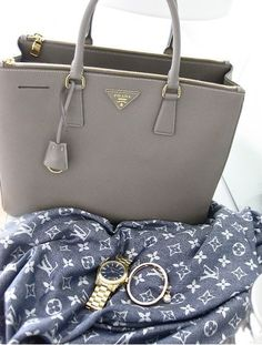 It's pretty cool (: / Prada bags just for $278 Buy from:http://www.itpurse.cn/handbag/prada/prada-galleria-bag.html