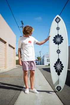 Surfer Boy Style, Surf Style Men, Surfer Outfit, Stylish Mens Outfits, Waves, Surf Wear, Winter Fashion Outfits, Coastal Style, Tie Dye