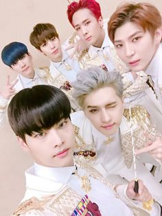 "@RealVIXX: ""나는 로빅이다. 오늘 2016 #SAF #가요대전 #The_Closer 무대를 마친 #빅스 요원들의 모습이다. 올해도 같이 달려준 별빛요원들 고맙습니다! "" I am Rovix. This is the VIXX Agents after their 2016 #SAF #GayoDaejeon #The_Closer stage today. Thank you Starlight Agents for running with us this..."