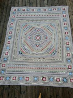 Elements of Sophie's Universe used to make it rectangular