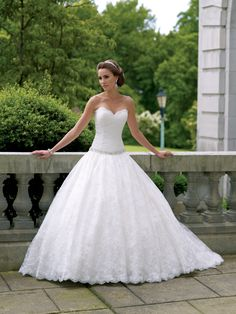 Classic Sweetheart Chapel Train Lace Ball Gown Wedding Dress With Beading Wmc0014