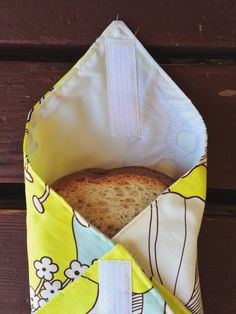 "Cash Discover 27 Zero Waste DIY Ideas That Will Make You Say ""My God Its Brilliant!"" Make these velcro sandwich bags so you can help banish plastic baggies one school lunch at a time. 27 Zero Waste DIY Ideas That Will Make You Say ""My God Its Brilliant"" Sewing Hacks, Sewing Tutorials, Sewing Crafts, Sewing Tips, Sewing Ideas, Sewing Patterns Free, Free Sewing, Pattern Sewing, Creation Couture"