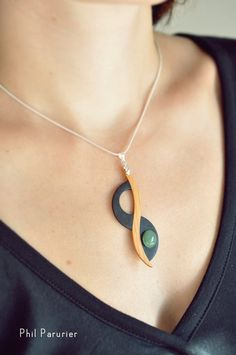 collier argent 925, pendentif : IF, ébène, aventurine. wooden necklace, wooden jewelry, necklace, gemstone necklace.  contemporary jewelery