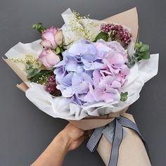 Модные букеты цветов 2017-2018 года, фото, тренды флористики. Модные тенденции во флористике: красивые модные букеты, модные свадебные букеты, модные букеты в коробке, цветы в корзине, цветы в бумаге.