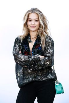 British singer and actress Rita Ora poses during the photocall before the Chanel women's Fall-Winter ready-to-wear collection fashion show in Paris on March 7, 2017. / AFP PHOTO / FRANCOIS GUILLOT