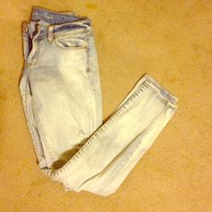 AE acid wash skinnies Casual chic jeans for the weekend. Very faded light blue | No trades, no PayPal, no holds & all negotiations through the offer button, please ❤️ American Eagle Outfitters Jeans Skinny