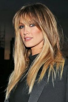 This is What Aussie Celebs Looked Like 10 Years Ago - Cabello Rubio Long Shaggy Haircuts, Medium Hair Styles, Curly Hair Styles, Hair Medium, Fall Hair Cuts, Long Hair With Bangs, Long Hairstyles With Bangs, Long Layers With Bangs, Medium Length Hair With Bangs