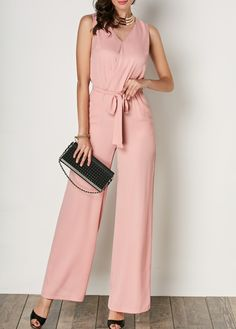 Best Ways to Wear Wide Leg Pants for Young Women Pink Jumpsuit, Jumpsuit With Sleeves, Summer Dresses Online, Dresses For Work, Vestidos Color Salmon, Fashion To Figure, Long Jumpsuits, Wide Leg Pants, Types Of Sleeves