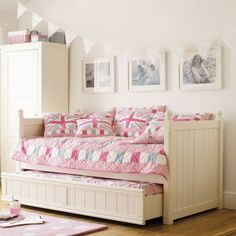 LOVE this bed and all the colouring. so sweet