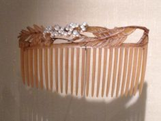 """Lalique  1903-04 """"Pepper Tree Branch"""" Haircomb: horn/ mother-of-pearl: signed on the reverse of the crown, on the right: LALIQUE: museo.gulbenkian.pt"""