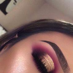 new Rose Gold Palette 😍🙌🏽💖 rose gold eye make up, 80s Eye Makeup, Gold Eye Makeup, Creative Eye Makeup, Makeup Eye Looks, Beautiful Eye Makeup, Smokey Eye Makeup, Eyeshadow Makeup, Eyeliner, Eyeshadows