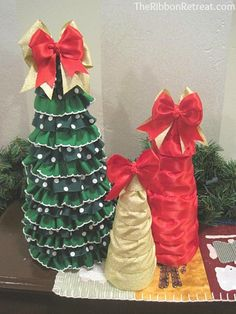 Ribbon ruffle Christmas trees - cute and easy! Learn to make on this site.