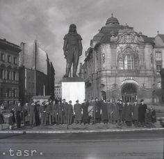 1945 Prvá návšteva kanadských hokejistov v Bratislave Bratislava, Nostalgia, Europe, World, Painting, Geo, Times, Pictures, Painting Art