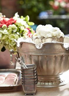 Chèvre Ice Cream - Entertaining: Southern Brunch, with Recipes - Traditional Home ® / Photo: Colleen Duffley Fiestas Party, Ice Cream Social, Homemade Ice Cream, Sunday Brunch, Food Presentation, Traditional House, Back Home, Brunch Recipes, Serving Bowls