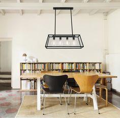 La maison espagnole Faro présente cette jolie suspension à placer au dessus d'une table... La volonté du designer à travers cette création: maîtriser la...