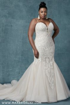 d1b9bfe51716b 34 Best Plus Size Wedding Dresses images in 2019 | Wedding gowns ...