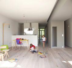 modern-eco-wooden-outstandingroof-house (24)
