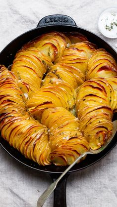Thanksgiving 2020, Thanksgiving Recipes, Crispy Roast Potatoes, Potato Side Dishes, Vegetable Dishes, Yummy Food, Good Food, Potato Recipes, Vegetable Recipes
