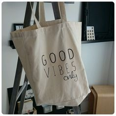 Tote bag GOOD VIBES ONLY via Votre vie est belle [by] lfdp. Click on the image to see more! http://www.votrebellevie.com/