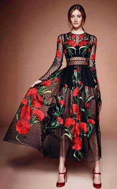 66 ideas for embroidery dress mexican beautiful Runway Fashion, High Fashion, Womens Fashion, Fashion Fashion, Trendy Fashion, Pretty Dresses, Beautiful Dresses, Belle Silhouette, Mexican Fashion