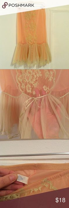 "Vintage Vanity Fair Peach Lace Petticoat A gorgeous peach colored vintage petticoat overlaid with light yellow lace. 14"" across (stretchy) waist, 27"" length. Size on tag says 5; fits like S-M or 6-8. Excellent used condition. No flaws! Vanity Fair Intimates & Sleepwear"