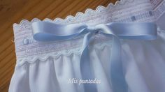 Mis puntadas: Faldones Little Girl Dresses, Girls Dresses, Boho Shorts, Lace Shorts, Baby Net, Bebe Baby, Frilly Dresses, Heirloom Sewing, Baby Sweaters