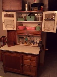 A Collection of Antique Hoosier or Hoosier-type Kitchen Cabinets. via Dusty Old Thing. Country Furniture, Kitchen Furniture, Antique Furniture, Furniture Board, Vintage Kitchen Cabinets, Vintage Appliances, Kitchen Cupboard, Kitchen Redo, Antique Hoosier Cabinet