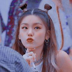 Kpop Girl Groups, Korean Girl Groups, Kpop Girls, Blue Aesthetic, Kpop Aesthetic, Pink Wallpaper Anime, Fandom Kpop, Pinterest Girls, Blackpink Photos