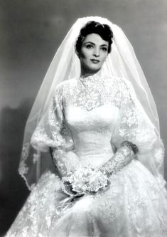 32 Glamorous Photos of the Best Wedding Dresses Worn By Famous Beauties in the ~ vintage everyday Best Wedding Dresses, Wedding Attire, Wedding Bride, Bridal Dresses, Wedding Styles, Wedding Gowns, Ball Dresses, Wedding Ceremony, Antique Wedding Dresses