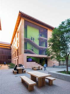 Image 1 of 22 from gallery of Highland Hall Residences Stanford University  / LEGORRETA. Photograph by Hunter Kerhart