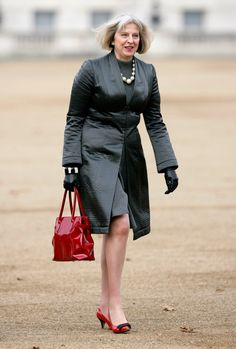 Pin for Later: British Prime Minster Theresa May Has a Style Mantra For All Power Women A Classic Red Handbag Over 50 Womens Fashion, Red Fashion, Fashion Bags, Lawyer Fashion, Bags Online Shopping, Fancy Shoes, Theresa May, Advanced Style, Red Handbag
