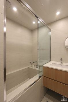 홍예디자인 :: 라이프스타일에 맞춘 주거인테리어 : 네이버 블로그 Bathroom Toilets, Washroom, Cute Desk, Upstairs Bathrooms, Interior Decorating, Interior Design, Simple Bathroom, Bathroom Interior, Powder Room
