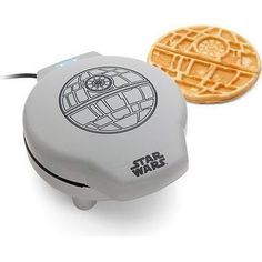 Star Wars Death Star Waffle Maker - Come to the Dark Side! Geek it out with a Star Wars Breakfast! This Deathstar pancake maker can fill your families morning bellies. Cocina Star Wars, Star Wars Death Star, Star Wars Kitchen, Anniversaire Star Wars, Must Have Kitchen Gadgets, Cool Fathers Day Gifts, Nerdy Gifts For Him, Guy Gifts, Star Wars Gifts